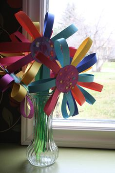 colored paper flowers with circle center Projects For Kids, Craft Projects, Crafts For Kids, Arts And Crafts, Diy Crafts, Craft Ideas, Daycare Crafts, Sunday School Crafts, Classroom Crafts