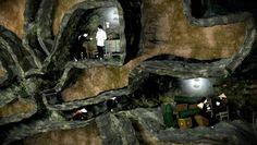 Tunely Cu Chi, Vietnam    Načo slúžili Vietnamu viac ako 200 kilometrov dlhé podzemné tunely? Ak ste predpokladali, že kvôli vojne, mali ste pravdu. Sieť tunelov 70 kilometrov od Saigonu bola vystavaná v roku 1968 počas vojny vo Vietname. Vo vnútri tunelov sa nachádzali nemocnice, kuchyne, spálne, sklady zbraní a potravín, ale aj miestnosti, kde vedenie armády plánovalo ďalší vojenský postup.