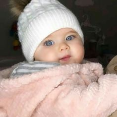 54 New ideas for beautiful children girls hats Cute Kids Pics, Cute Baby Girl Pictures, Cute Baby Boy, Cute Little Baby, Baby Kind, Little Babies, Baby Baby, Child Baby, Beautiful Children