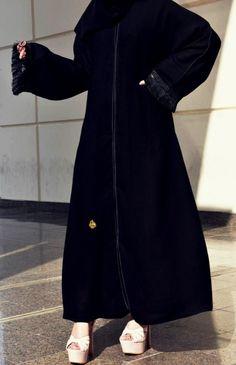 عباية مع كلفة يد ومربع إزرارات أمامية يوجد لدينا منها عدة مقاسات متوفرة ومناسبة للجميع المقاسات 52و54 و56 و58 و60 Linen Dresses, Hijab Fashion, High Neck Dress, Abayas, Clothes, Turtleneck Dress, Outfits, Clothing, Kleding