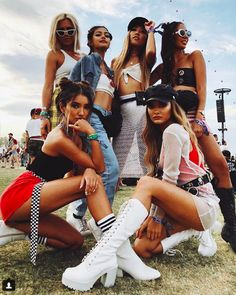 Festival Outfit Good vibes only when this is your chella clique✌️✨ Good vibes only when this is your chella clique✌️✨ Coachella Festival, Coachella 2018, Music Festival Outfits, Music Festival Fashion, Music Festivals, Concert Outfits, Fashion Music, Festival Looks, Festival Mode