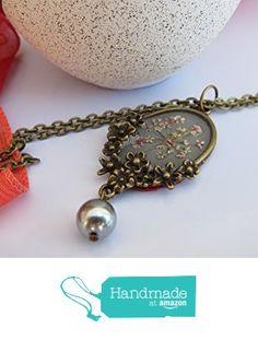 Vendido. Collar con charol color gris y flor natural en colores rosa palo y blanco, completamente realizado a mano y recubierto de resina de cristal, camafeo elegante y único de Jewellery Handmade Oscurarosa https://www.amazon.es/dp/B01M0JAOM4/ref=hnd_sw_r_pi_dp_pvc5xbJ4N5YXP #handmadeatamazon