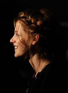 kristen stewart, an actress i really admire as a person. Kristen Stewart Pictures, Kristen Stewart Movies, Boring Person, Robert Pattinson And Kristen, Evan Rachel Wood, Carey Mulligan, Andrew Garfield, Her Smile, Jennifer Lawrence