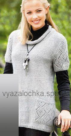 Рада предложить вам этот стильный пуловер, связанный спицами, который как нельзя лучше подходит для весны. Перед и спинка вяжутся просто, а рукава и карманы — узором со спущенными петлями. По…