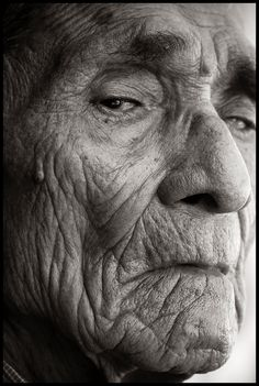 Black and white portrait Old Faces, Many Faces, We Are The World, People Of The World, Foto Portrait, Portrait Photography, Face Reference, Reference Images, Face Expressions
