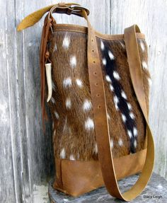 Axis deer Crossbody Handmade Purses, Leather Bags Handmade, Leather Craft, Leather Purses, Leather Handbags, Cowhide Bag, Leather Workshop, Leather Projects, Distressed Leather