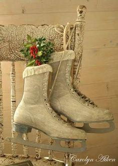 Un Natale in rosso con tocchi rustici e vintage Shabby Chic Christmas, Primitive Christmas, Little Christmas, Country Christmas, Winter Christmas, Vintage Christmas, Christmas Crafts, Christmas Decorations, Xmas