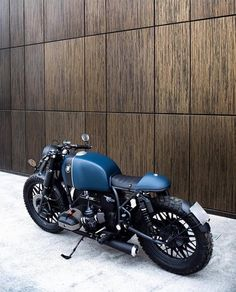 Recast Moto presents new design for BMW Classic lines in the style of Cafe Racer. More photos soon! Cafe Racer Heck, Cafe Racer Style, Cafe Racer Build, Cafe Racer Bikes, Cafe Racer Motorcycle, Bmw Vintage, Vintage Cafe Racer, Custom Cafe Racer, Vintage Bikes