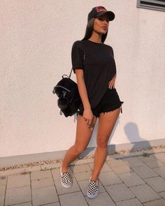 Casual style is the best choice for the summer season. Here are some brainstorming casual summer outfit ideas for women and crazes of all time. Trendy Summer Outfits, Cute Casual Outfits, Short Outfits, Outfits For Teens, Casual Summer Style, Outfit Ideas Summer, Cute All Black Outfits, All Black Outfit Casual, Casual Ootd