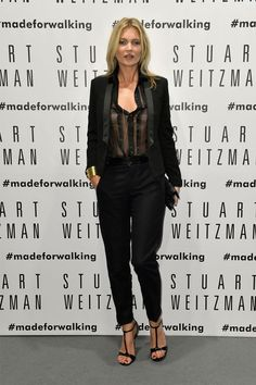 Kate Moss Style: Kate Moss wears a tuxedo-style suit Moss Fashion, Star Fashion, Ladies Fashion, Fashion Outfits, Estilo Kate Moss, Kate Miss, Wearing A Tuxedo, Kate Moss Style, Walking