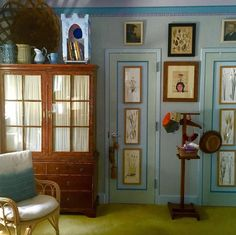 Did you see Frank de Biasi and Gene Meyer's New York apartment in Elle Decor? We love their style, and the Benjamin Moore Palace Blue trim on the doors! Decor, Houston Houses, Interior And Exterior, New York Apartment, Decor Design, Wall Decor, Interior Design, Wall Colors, Blue Rooms