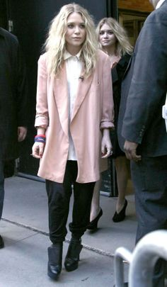 Really relishing Mary Kate's style at the moment. I love the oversized jacket, the heels balance it out nicely.
