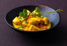 Oppskrift på hjemmelaget curry, med kylling, kokosmelk, karri og kajenne.