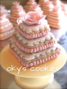 STACKED COOKIE & CUPCAKE IDEAS on Pinterest | Wedding cake cookies ...