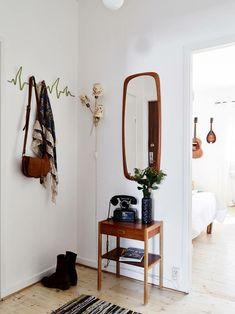 tiny entry decorating ideas