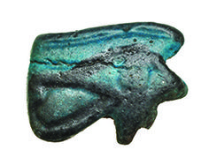AMULETO. Ojo de Horus. Baja Época (664-525 a.C.). Fayenza vitrificada.   Este producto viene acompañado de su certificado de autenticidad y garantía. 1,7 cm.Comprar antiguedades. Arqueología. Antiguedades. Comprar arqueología y antiguedades. Compra de arqueología y antiguedades.