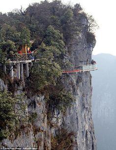 Passarela mortal na China