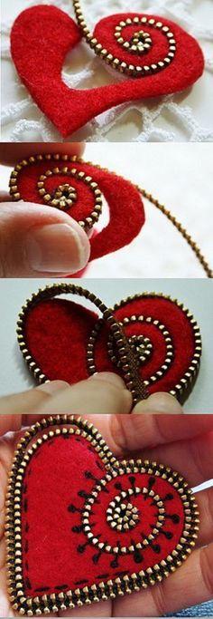Tutorial for making a felt and zipper heart brooch PDF Art on fabric Zipper Flowers, Felt Flowers, Fabric Flowers, Felt Crafts, Fabric Crafts, Sewing Crafts, Craft Projects, Sewing Projects, Craft Ideas