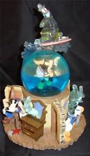 Disney Lonesome Ghosts snowglobe