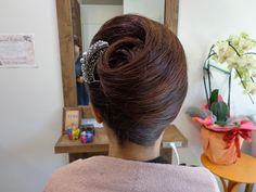 夜会巻き♪ : [美容室シュシュ:戸田市] ChouChou-beauty story French Twist Updo, French Twists, Vintage Hairstyles, Bun Hairstyles, Wedding Hairstyles, Beauty Makeup, Hair Makeup, Hair Beauty, Updo Styles