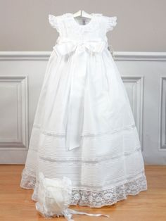 faldon blanco belan bebe cristianar bautizo / Buy Christening baby Gown with bonnet Belan Shop online/ tienda online: www.lesbebes.es