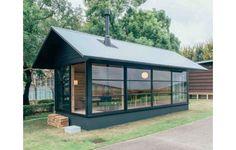 Rumah Mungil ala Jepang | 23/11/2015 | TINGGINYA biaya membangun rumah di Jepang membuat para arsitek mencari terobosan. Ide membangun rumah mungil, namun memiliki multifungsi belakangan ini kian mencuat. Dua arsitek yang melakukan hal itu ... http://propertidata.com/berita/rumah-mungil-ala-jepang/ #properti #rumah #jepang