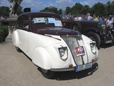 This isn't a train - just a very sharp car! Diesel Punk, Fiat 500, Classic Motors, Classic Cars, Tiny Trailers, Vintage Trucks, Car Humor, Retro Cars, Old Cars