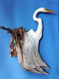 painting on driftwood Painted Driftwood, Driftwood Mirror, Driftwood Beach, Driftwood Sculpture, Beach Wood, Beach Art, Wooden Art, Wooden Crafts, Driftwood Projects