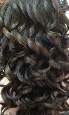 Dark Bouncy Curls - Hairstyles and Beauty Tips