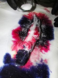 For our family project this week we made Salt Resist Tie Die Crafts. This is a simple technique using course sea salt to texturize tie dye clothing and create shapes and letters when dyeing. How To Tie Dye, Tie And Dye, How To Dye Fabric, Dyeing Fabric, Reverse Tye Dye, Diy Tie Dye Shirts, Tie Dye Crafts, Tie Dye Rainbow, Tie Dye Techniques