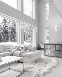 Tämä sisustus hehkuu upean valkoisena ja nauttii suurista ikkunoista tulvivasta luonnonvalosta. Living Room Decor, Living Spaces, Minimalist Living, Modern Living, Living Room Inspiration, White Decor, Home Projects, Home Remodeling, House Design