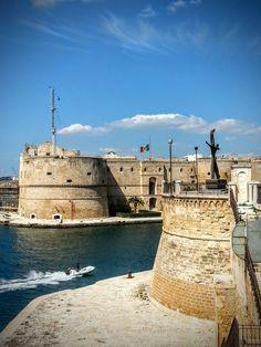TARANTO  Castello Aragonese http://masseriacordadilana.it/