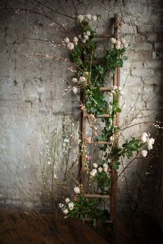 beautiful pictures of flower entwined rustic ladder wedding decor shanna melville bridal ballet in hd 2017 2018 Deco Floral, Arte Floral, Floral Design, Trendy Wedding, Dream Wedding, Wedding Rustic, Perfect Wedding, Wedding Vintage, Outdoor Weddings