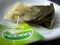 Don't Throw Away Used Tea Bags! They Can Fight Acne, Cold Sores, Warts, Puffy Eyes, Bruises and Cure For Hemorrhoids, Getting Rid Of Hemorrhoids, Natural Home Remedies, Natural Healing, Herbal Remedies, Health Remedies, Acne Spot Treatment, Home Treatment