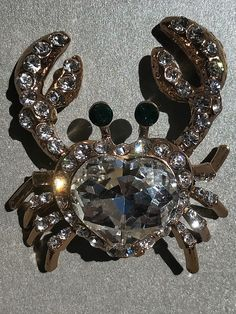An amazing blinged out rhinestone crab MAGNET!🦀🌊