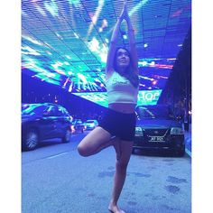 Instagram【itgirl_erika】さんの写真をピンしています。 《夜の街を散歩中にこんなスポットを発見!#イルミネーション ?走ってる車に色が反射して、すごくキレイでした❤︎ #マレーシア #ジョホールバル #malaysia #johorbahru #nightspot #beautyful #nice #yoga #yogagirl #yogini  #海外旅行 #夜景 #ヨガ #木のポーズ》