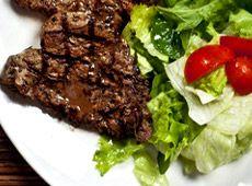 Steak aux anchois : Servir avec une belle salade verte.       cuisineregionale.fr de vraies recettes réalisées par de vrais internautes