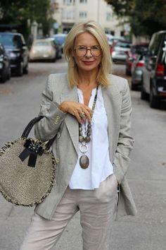 Horst over 50 womens fashion, 60 fashion, mature fashion, fas Over 60 Fashion, Mature Fashion, Over 50 Womens Fashion, Fashion Over 50, Look Fashion, Woman Fashion, Older Women Fashion, Fashion Edgy, Fashion Spring