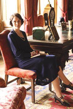 Michelle Dockery on the set of Downton Abbey ~ Season five, episode five 20s Fashion, Fashion Mode, Vintage Fashion, Watch Downton Abbey, Downton Abbey Fashion, Lady Mary Crawley, Downton Abbey Costumes, Matthew Crawley, 1920s Looks