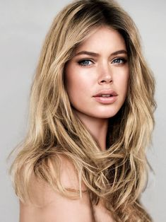 Doutzen Kroes is my hair and makeup inspiration right now, not only because she's obviously gorgeous but also because both her square fac. Doutzen Kroes, Modelos Victoria Secret, Beauty And Fashion, Vogue Korea, Vogue Spain, V Magazine, Magazine Covers, Christy Turlington, Foto Art