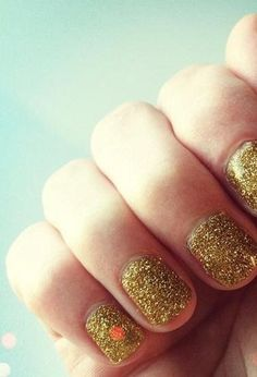 Sparkle. Love how simple this is! Glitter is all a girl needs