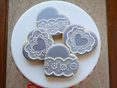 My Little Bakery's lace hearts Valentines Day Cookies, Mother's Day Cookies, Lace Cookies, Heart Cookies, Cookies Et Biscuits, Cupcake Cookies, Sugar Cookies, Cookie Favors, Flower Cookies