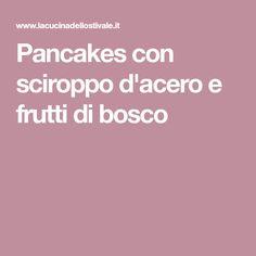 Pancakes con sciroppo d'acero e frutti di bosco