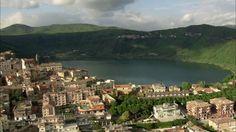 Lago di Nemi, Genzano di Roma, Paesaggio collinare, Veduta sulla città, Riva (Sponda), Luce del sole, Pieno giorno, Stock Footage,