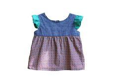 Blusa Ladrilho - tecido 100% algodão, textura jeans, estampado ladrilhos e mangas em tecido liso verde água. Abertura atrás em gota, com fitas para laço. Tamanho 4>
