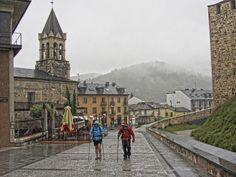 Peregrinos bajo la lluvia en Ponferrada, León #CaminodeSantiago