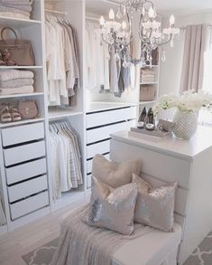 Home Decor Pictures 73 Useful Walk in Closet Design Ideas for Every Woman Organizing Clothing & Accessories.Home Decor Pictures 73 Useful Walk in Closet Design Ideas for Every Woman Organizing Clothing & Accessories Walk In Closet Small, Walk In Closet Design, Bedroom Closet Design, Master Bedroom Closet, Closet Designs, Bedroom Inspo, Master Bedrooms, Small Dressing Rooms, Dressing Room Closet
