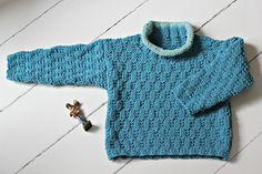 Sweateren strikker du i et lille nem strukturmønster, som beskrives i strikkeopskriften. Garnet er et mix af bomuld og akryl, som kan klare det meste og især at blive vasket igen og igen og ….. Sweateri strukturmønster Str. 1-2-3 år Det skal du bruge: 4-4-5 ngl Hjerte Soon (50 g pr. ngl) i bundfarven og 1 ngl eller en rest…