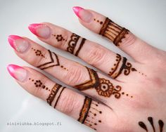Henna tattoo I did for my lovely friend. Natural henna ^__^