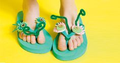 bug flip flops, magazine Suuri Käsityö Flipping, Flip Flops, Sandals, Magazine, Shoes, Diy, Women, Fashion, Moda